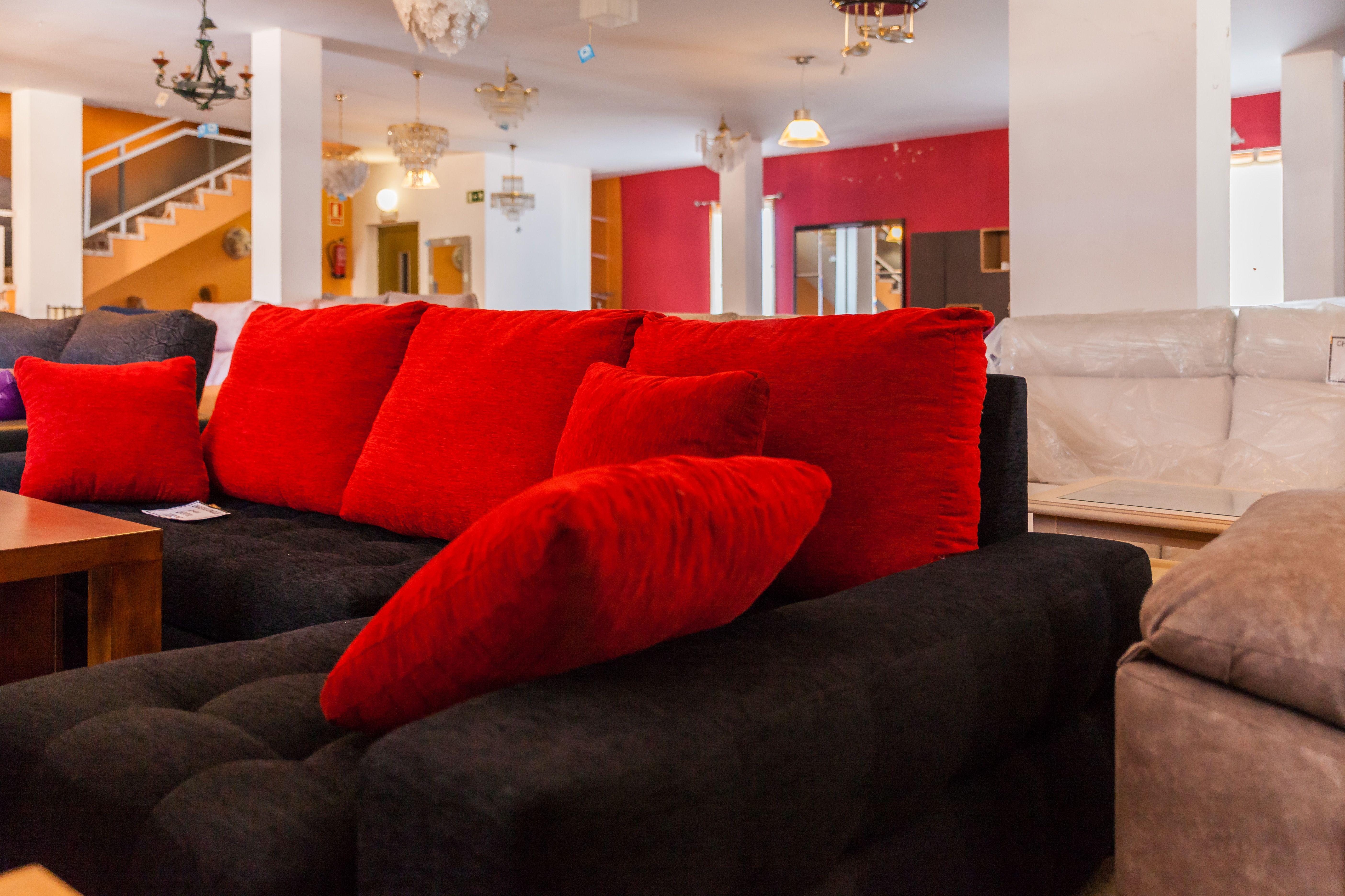 Todos los muebles que ponemos a tu alcance se realizan en madera 100% maciza