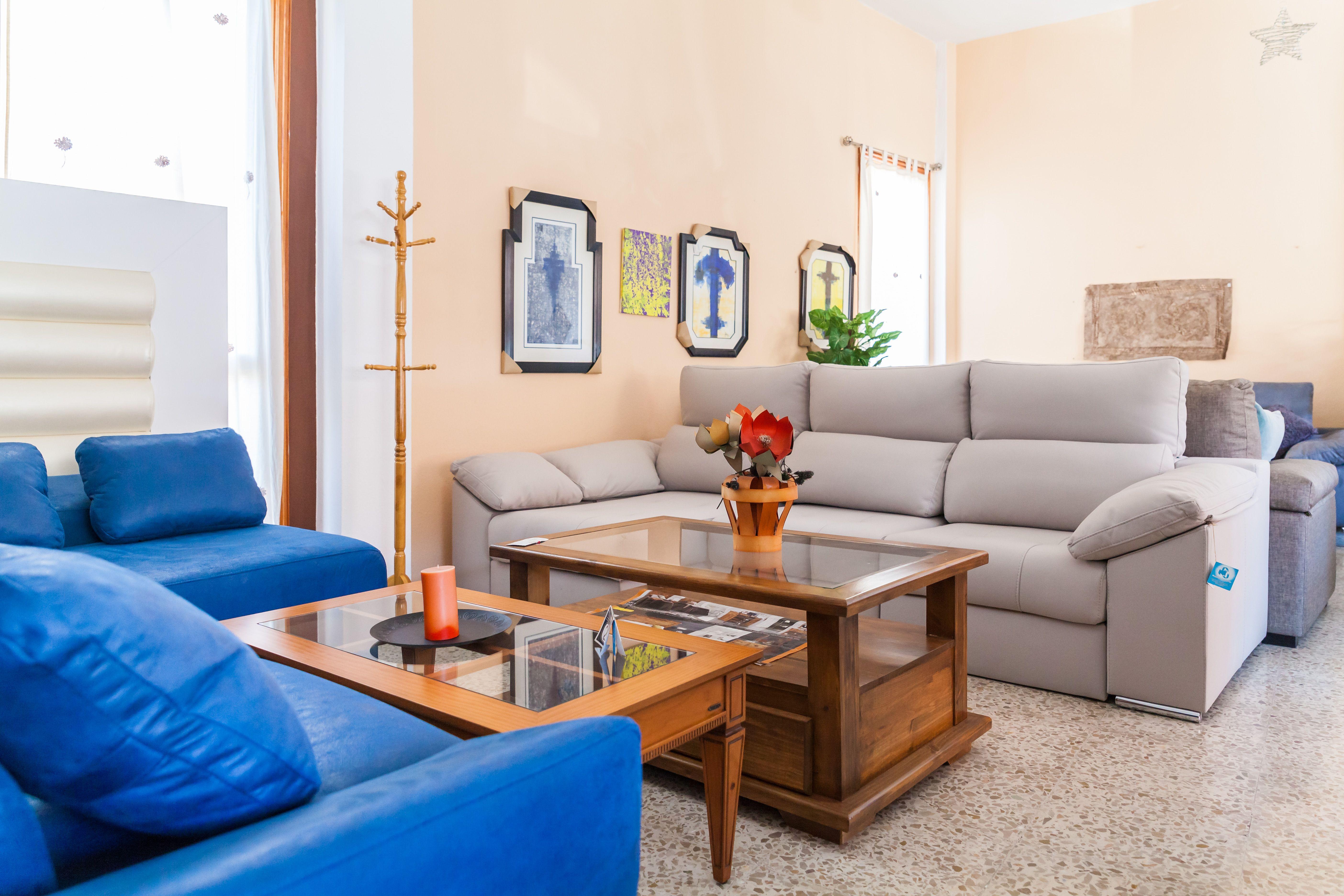 Contamos con sillones, tresillos, chaise longue y otras muchas opciones