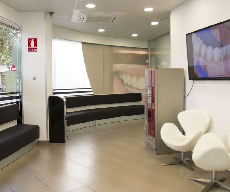 Sala de espera de nuestra  clínica dental en Ciudad Real