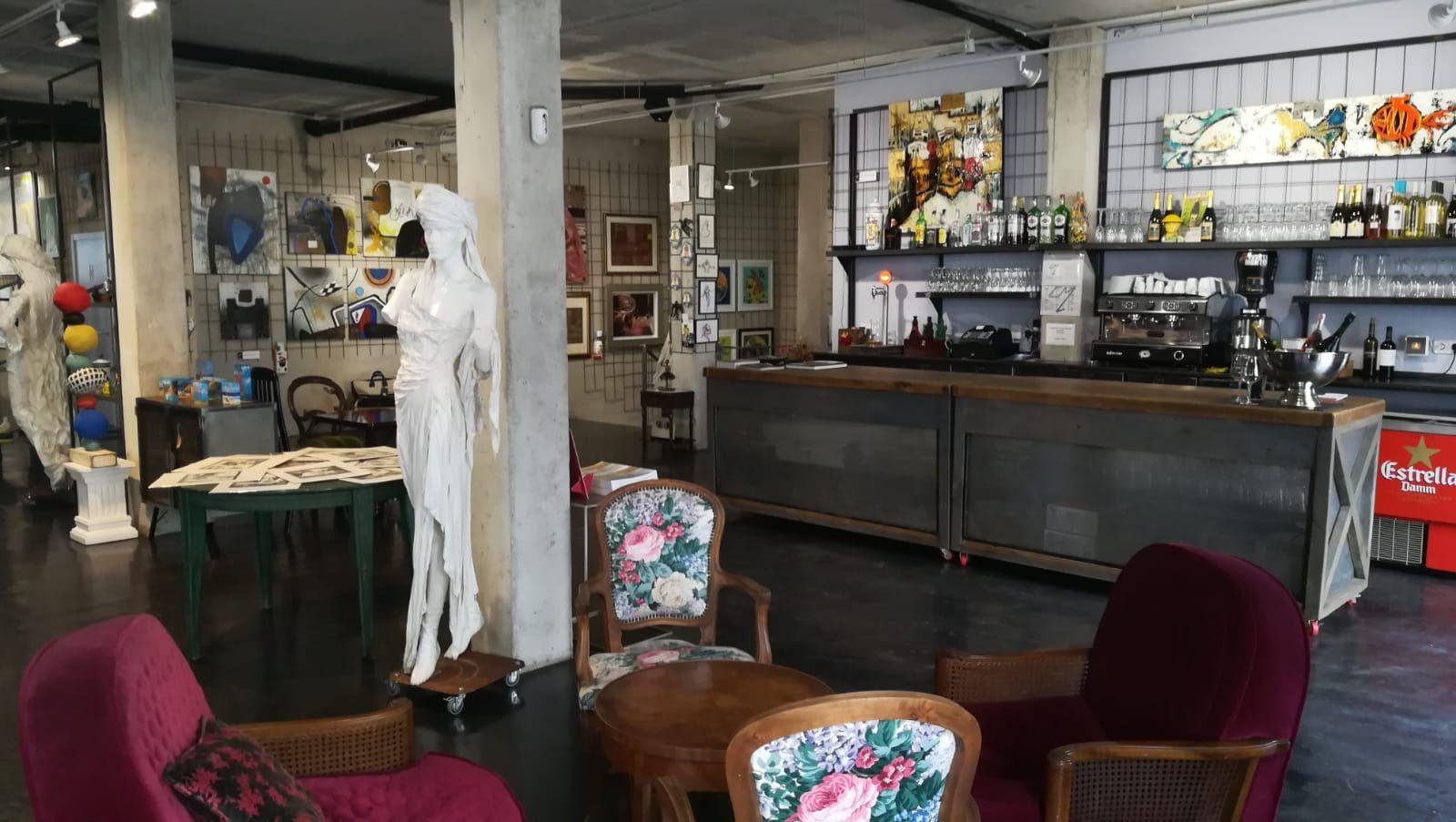 Foto 19 de Art gallery and exhibition hall en Sitges | L´Art i Café