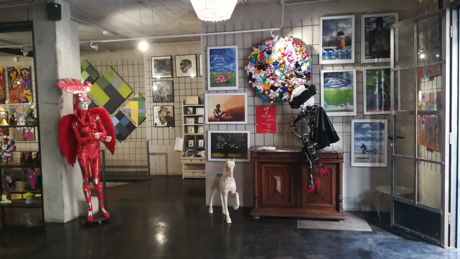 Foto 11 de Art gallery and exhibition hall en Sitges | L´Art i Café
