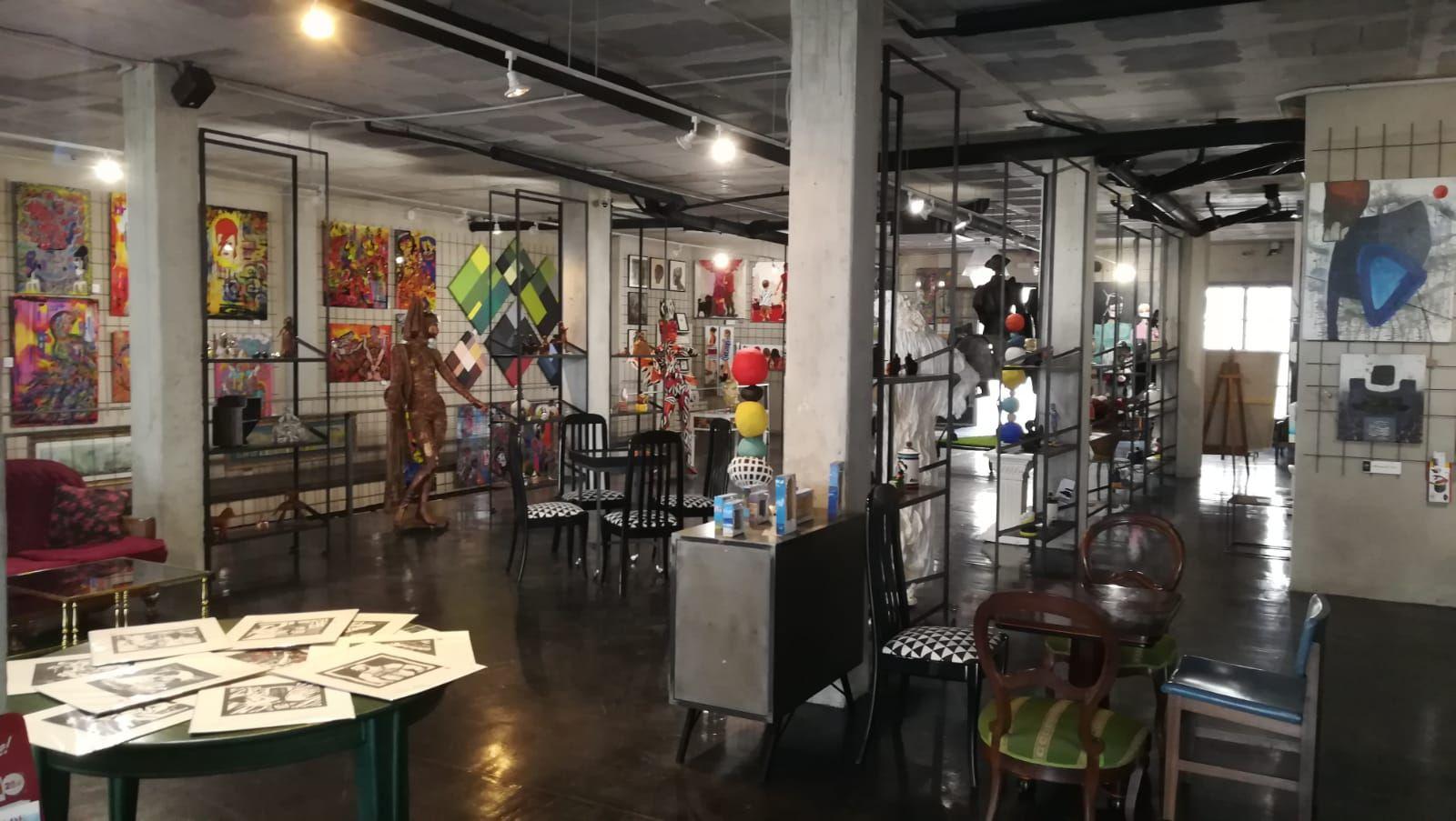 Foto 24 de Art gallery and exhibition hall en Sitges | L´Art i Café