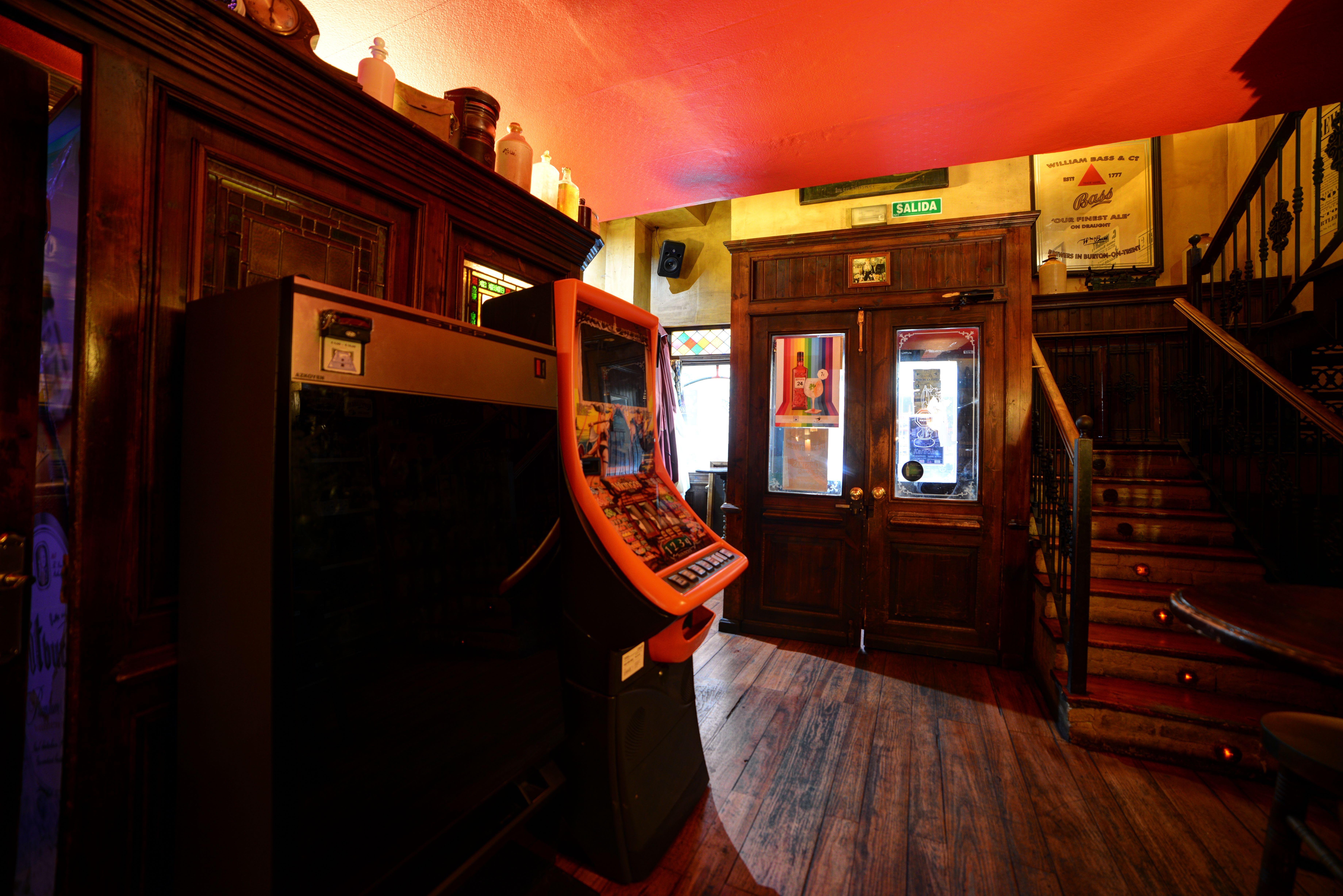 Foto 1 de Pubs y bares de copas en  | Swing Tavern