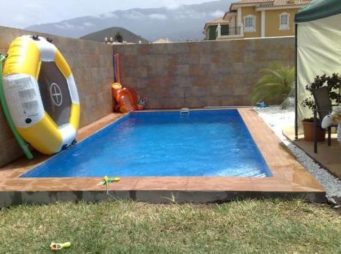 Construcción de piscina en jardín