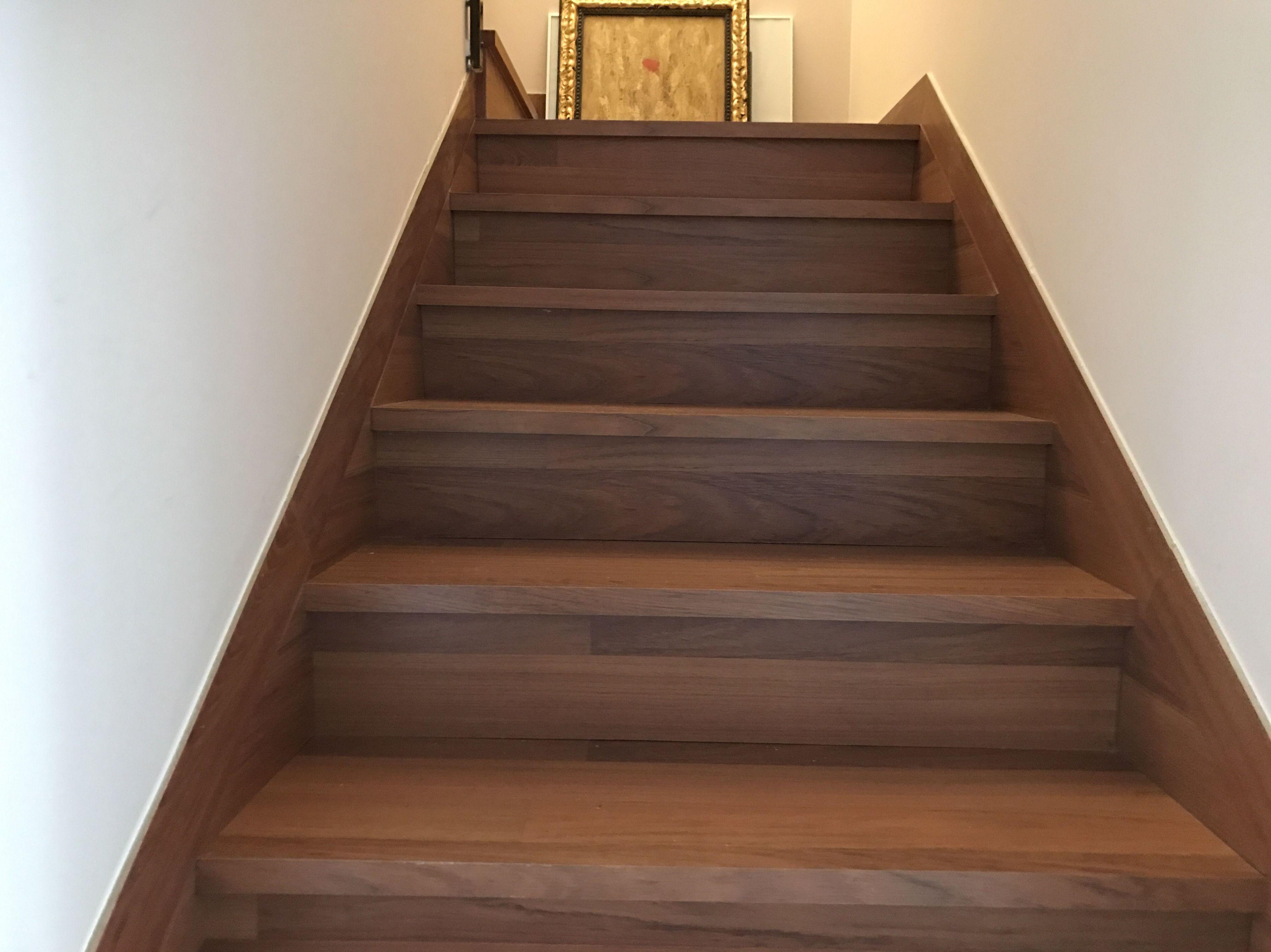 Escaleras forradas escalera tarima flotante nogal for Escaleras de parquet