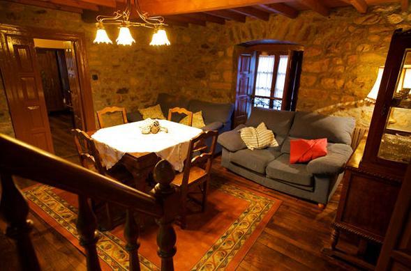 Salón de La Casona I en Corias (Pravia)