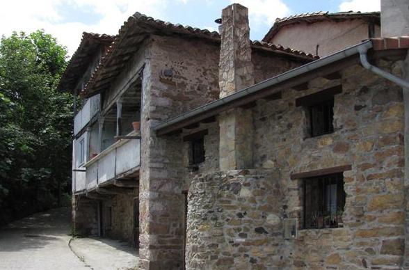 Exterior de la Casina del Fornu en Corias (Pravia)