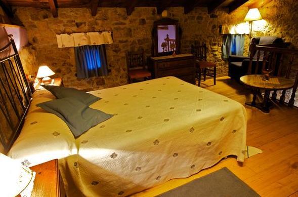 Habitación de La Casina del Fornu en Corias (Pravia)