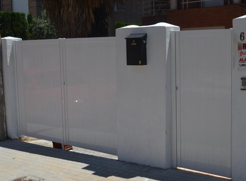 Puertas Aluminio: Servicios de Persianas y Toldos de la Cruz, S.L.