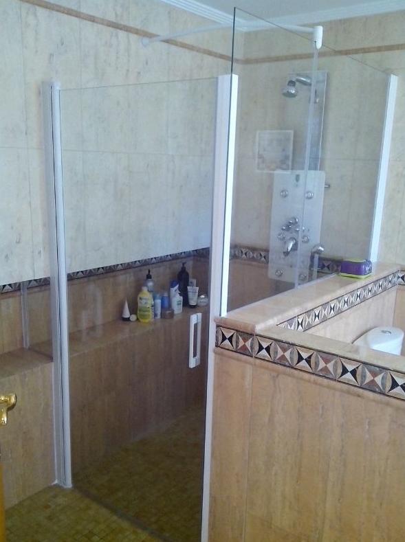 Mampara de ducha abatible: Servicios de Persianas y Toldos de la Cruz, S.L.