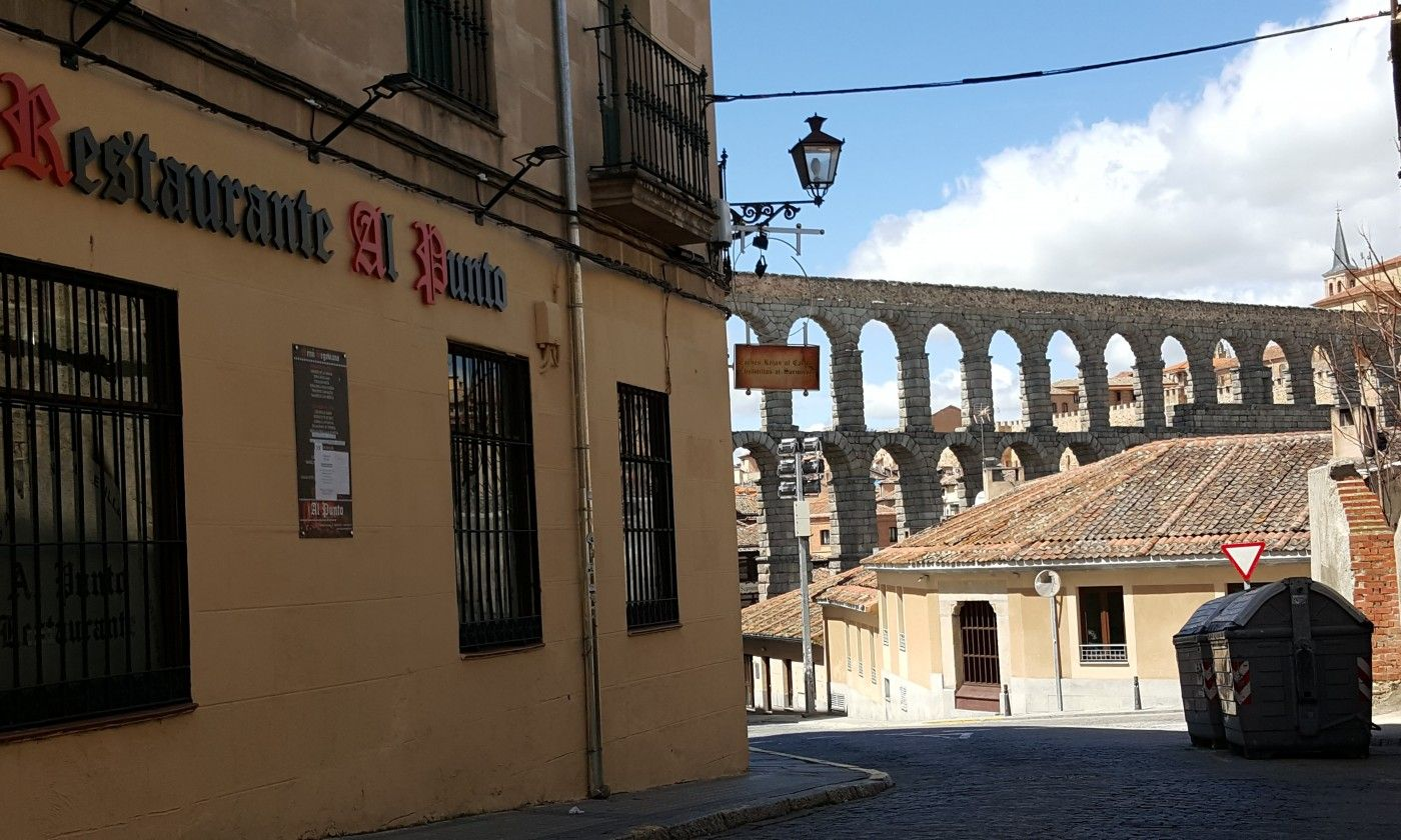Muy carca del acueducto de Segovia