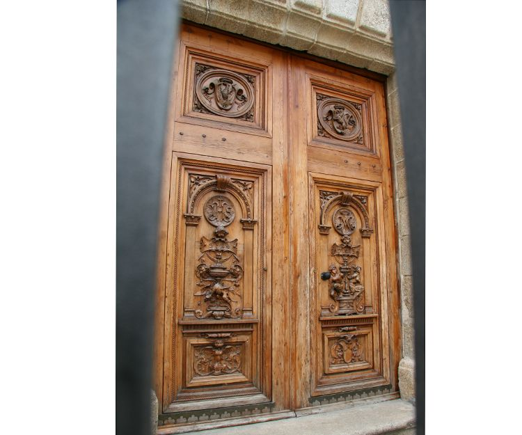 Reforma de puerta de iglesia