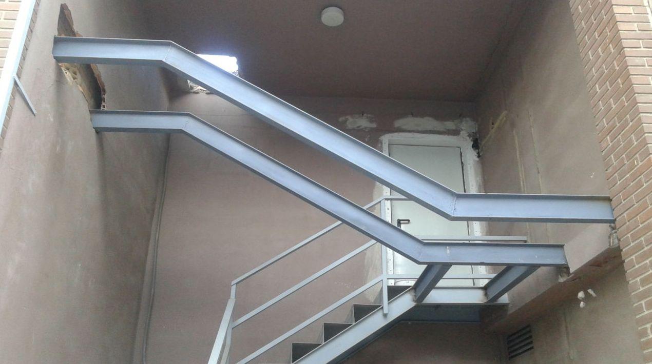 Ampliación de escalera en Paterna