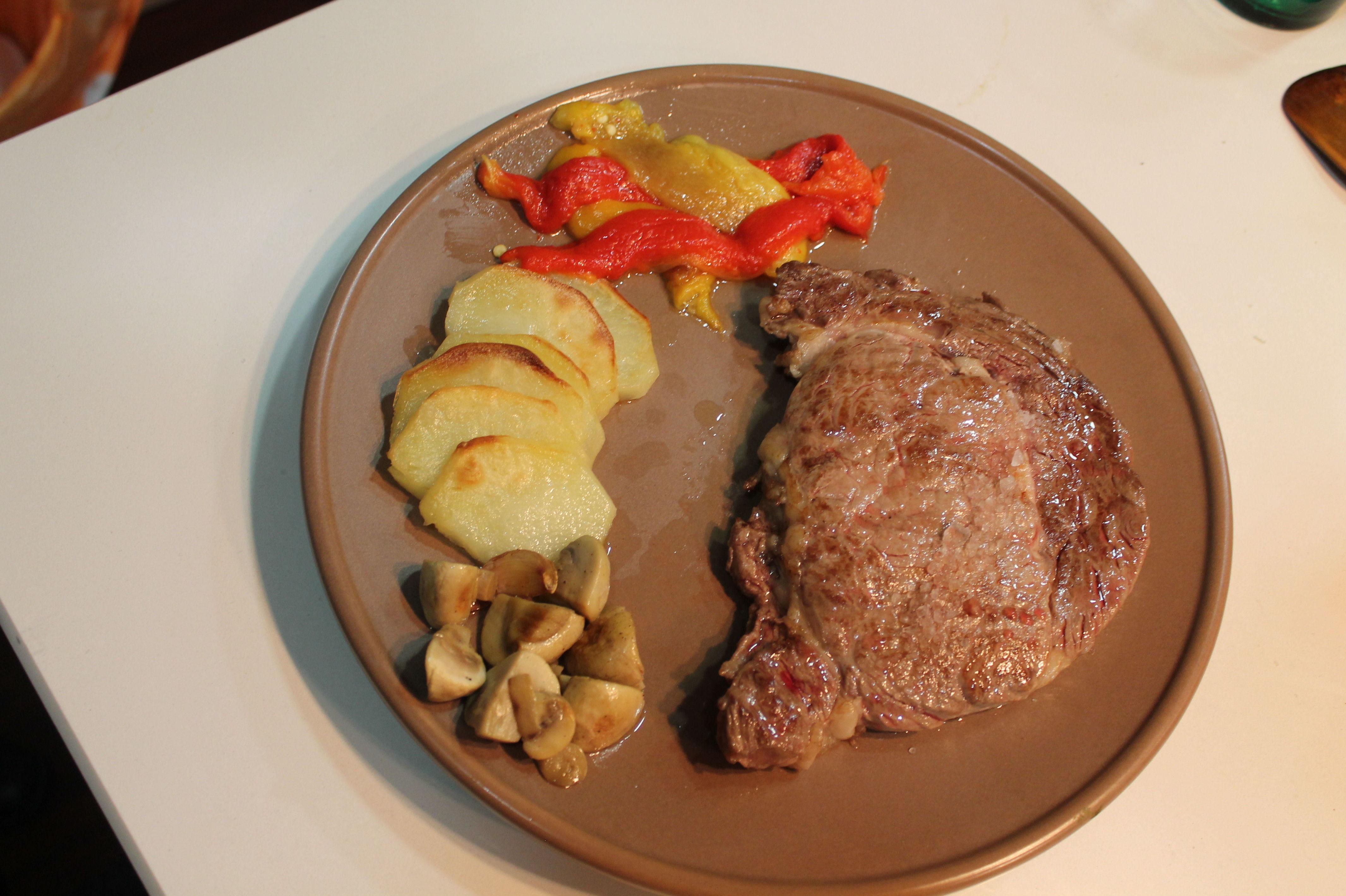 Carnes a la parrilla y con salsa: Nuestros platos  de Il Romeo Trattoria Pizzería