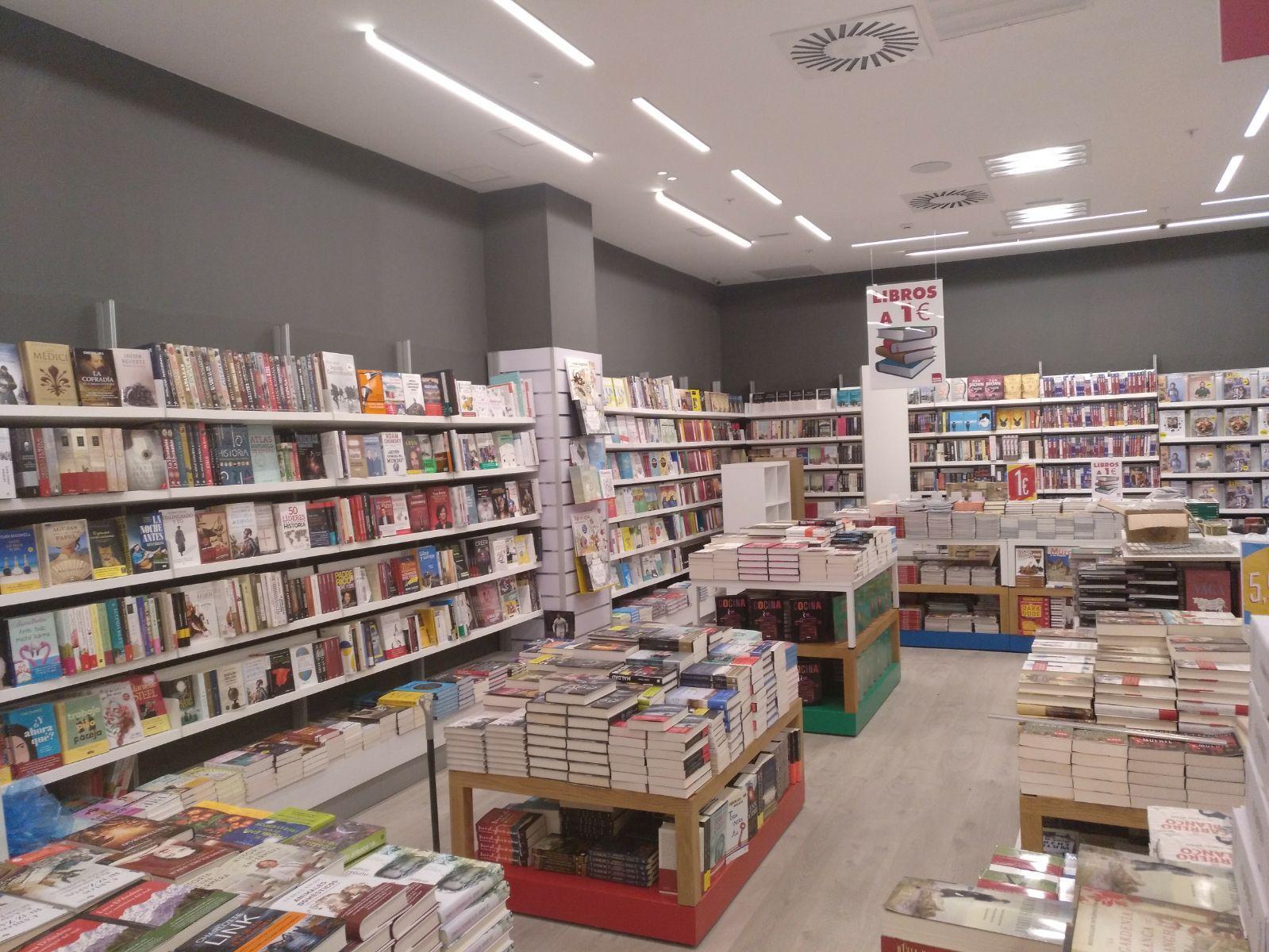 Librería en Centro Comercial. Madrid Río 2: Servicios loterías y estancos de Radis Equip