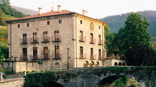 Restaurante Lasa, en el Palacio de Ozaeta, junto al Deba