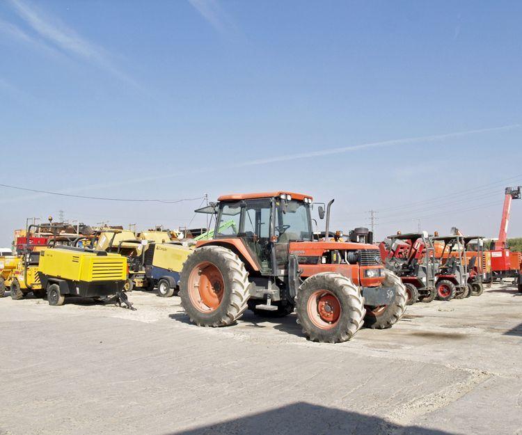 Alquiler de tractores en sevilla alquimaq for Alquiler de particulares en sevilla