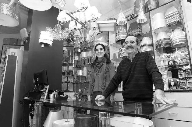 Tienda especializada en bombillas, lámparas y material eléctrico en Pamplona