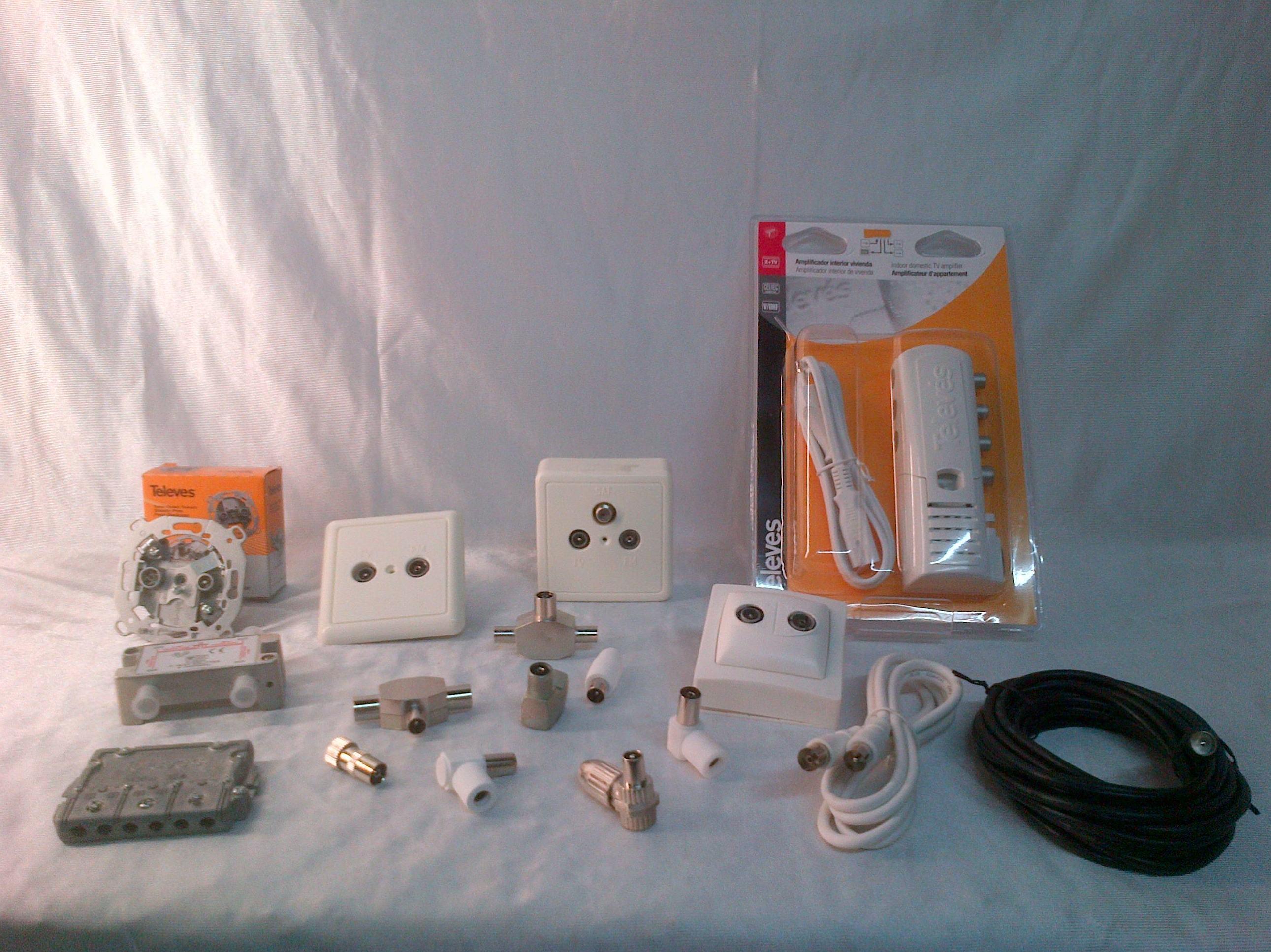 Cables, clavijas y material de antenas de televisión