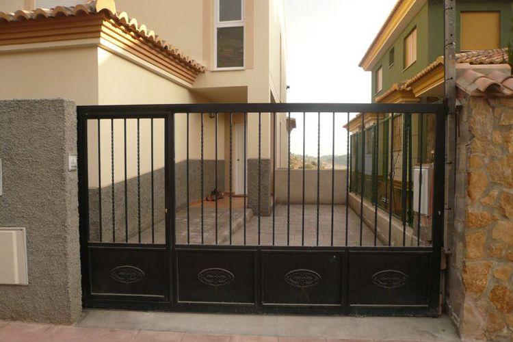 Puertas de garaje abatibles
