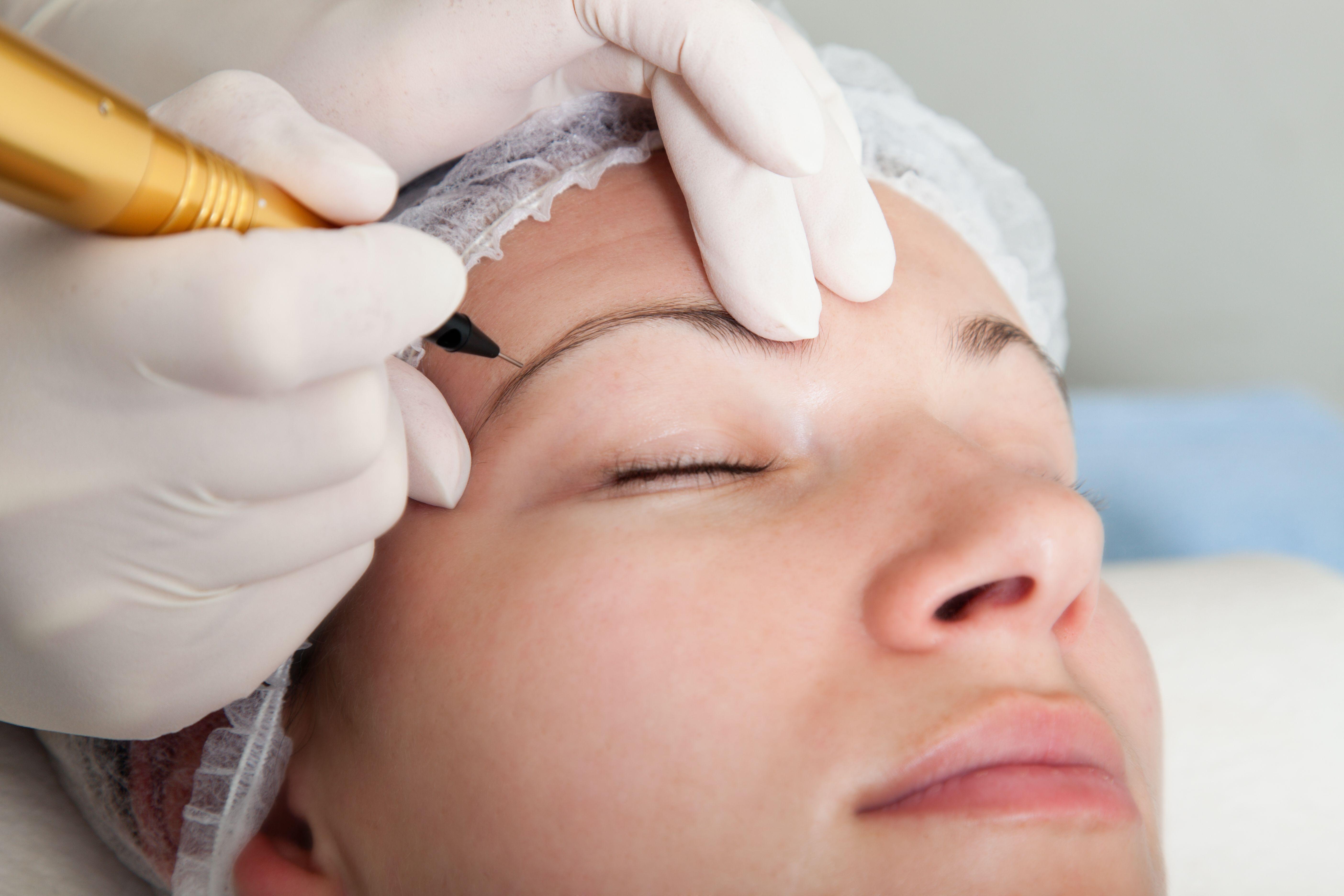 Micropigmentación en cejas y labio