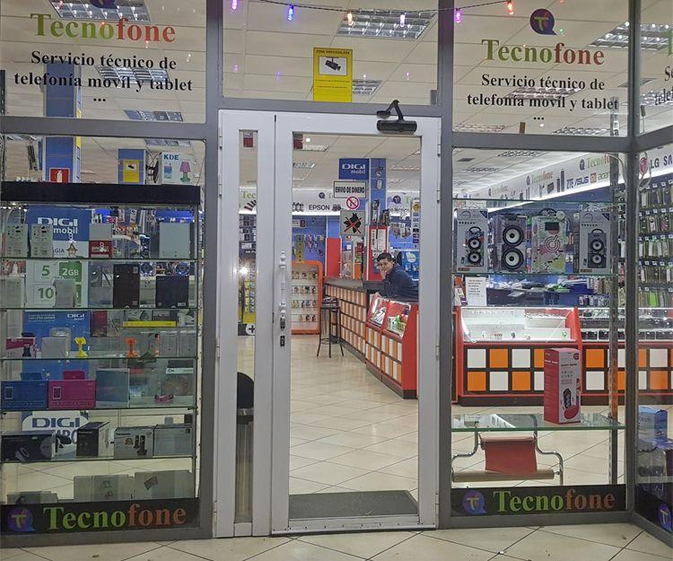 Amplia tienda de reparación de móviles en Gualajara