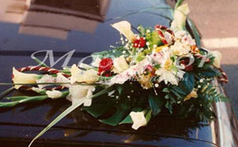 Arreglos florales para coches de boda
