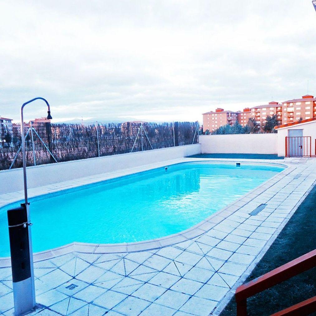 Empresa de mantenimiento de jardines y piscinas comunitarias en Ávila