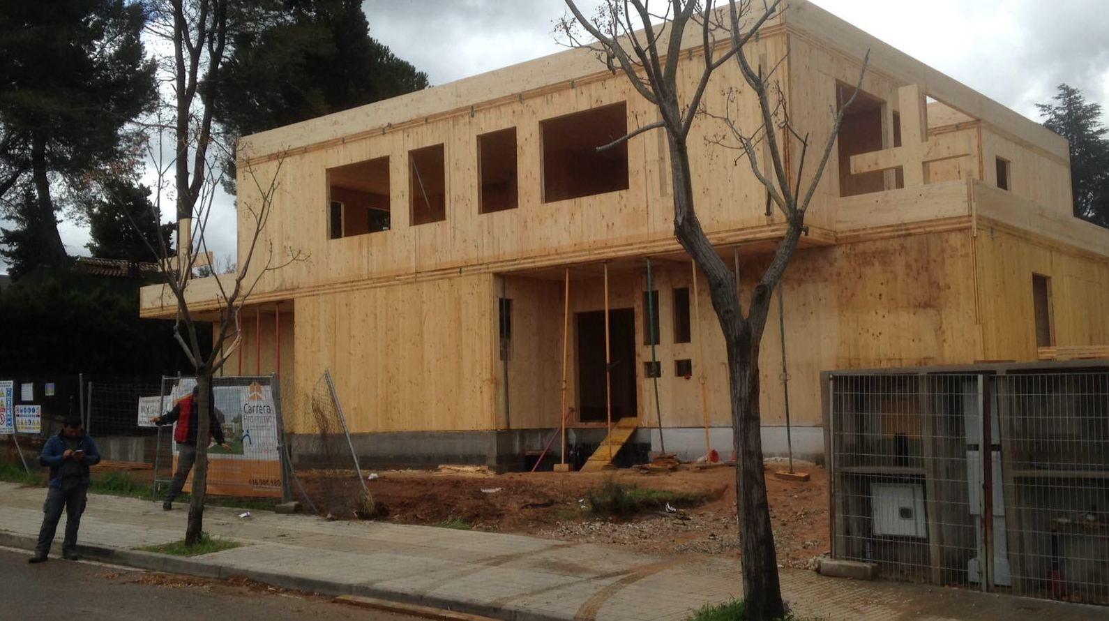 Montaje casa de madera contra laminada CLT