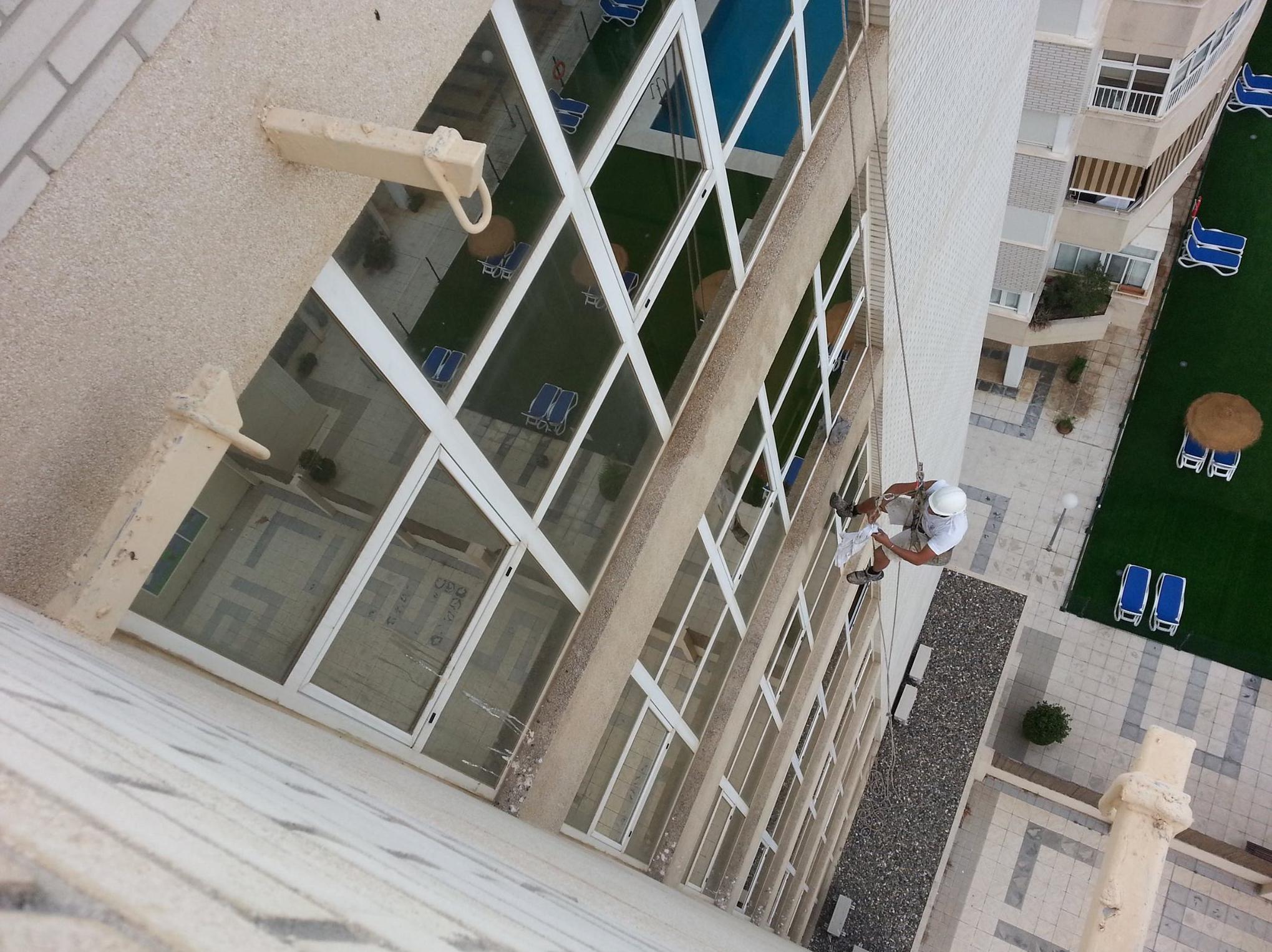 Trabajos verticales. Limpieza de fachadas