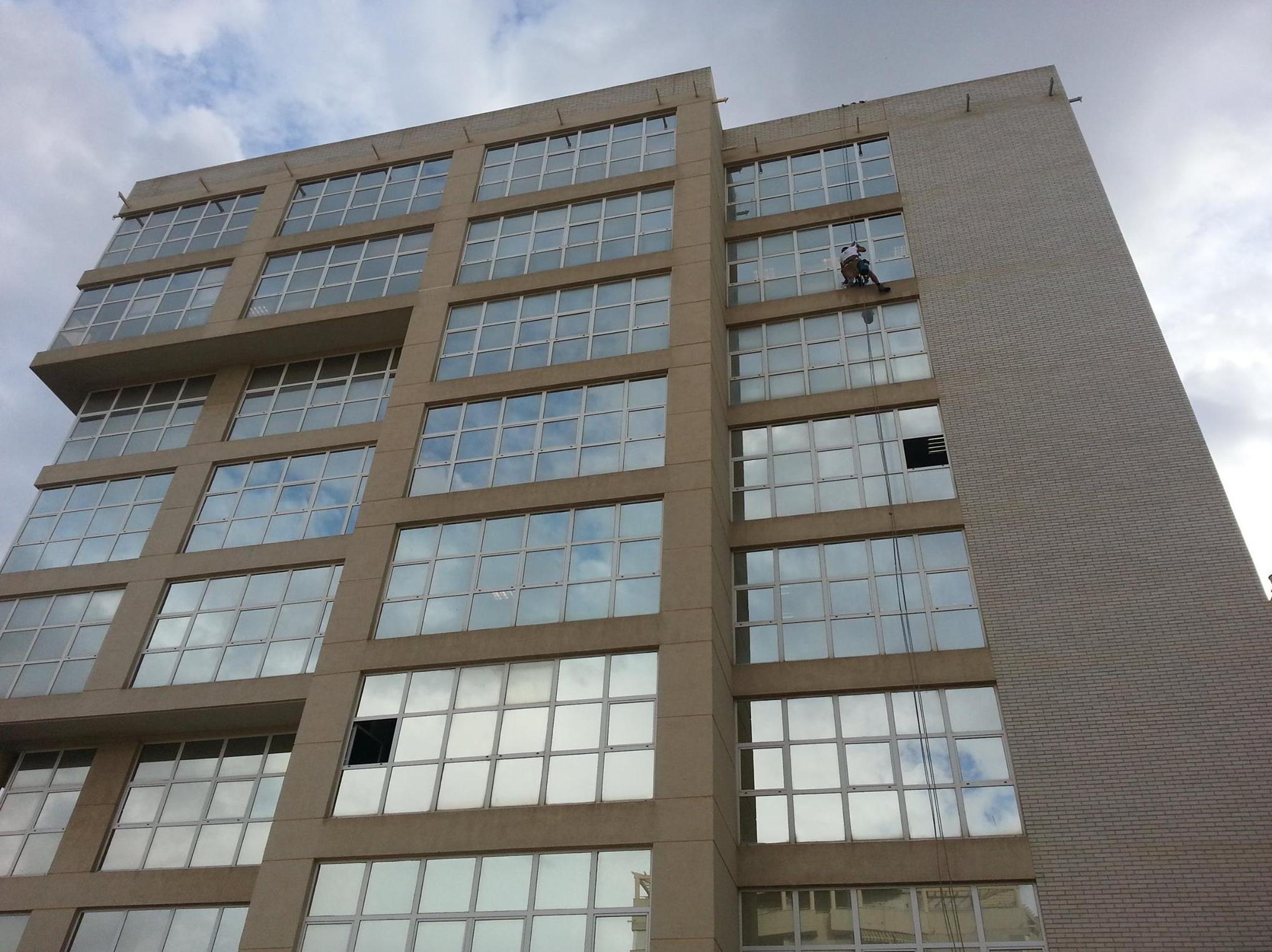 Limpieza de cristales en fachadas