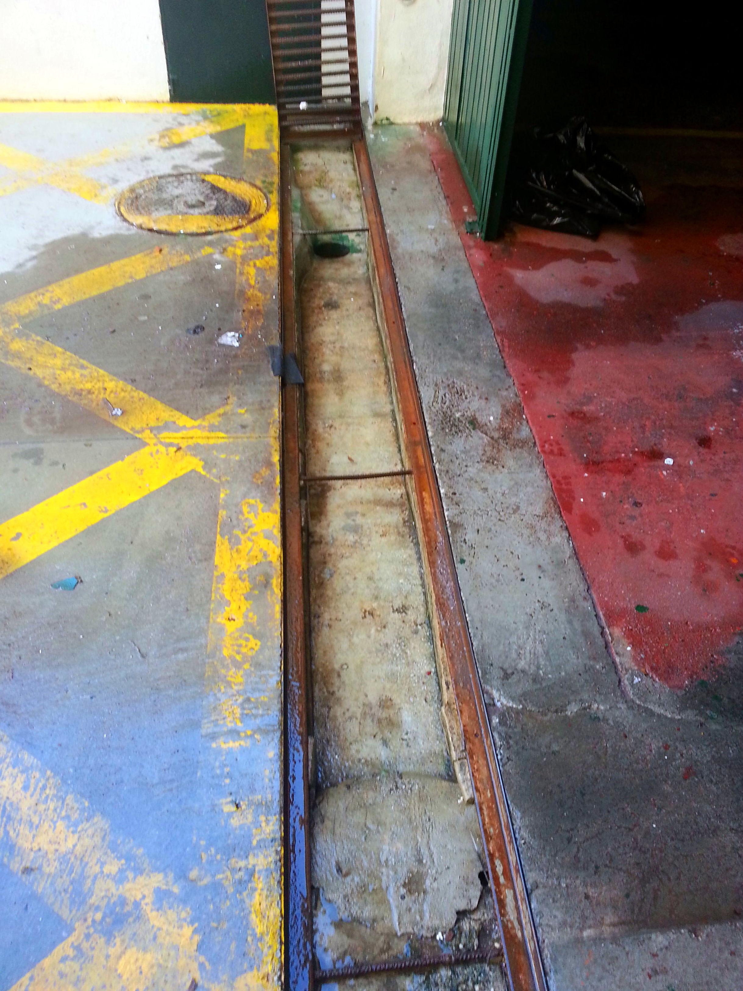 Limpieza de Rejillas de entrada a Garaje