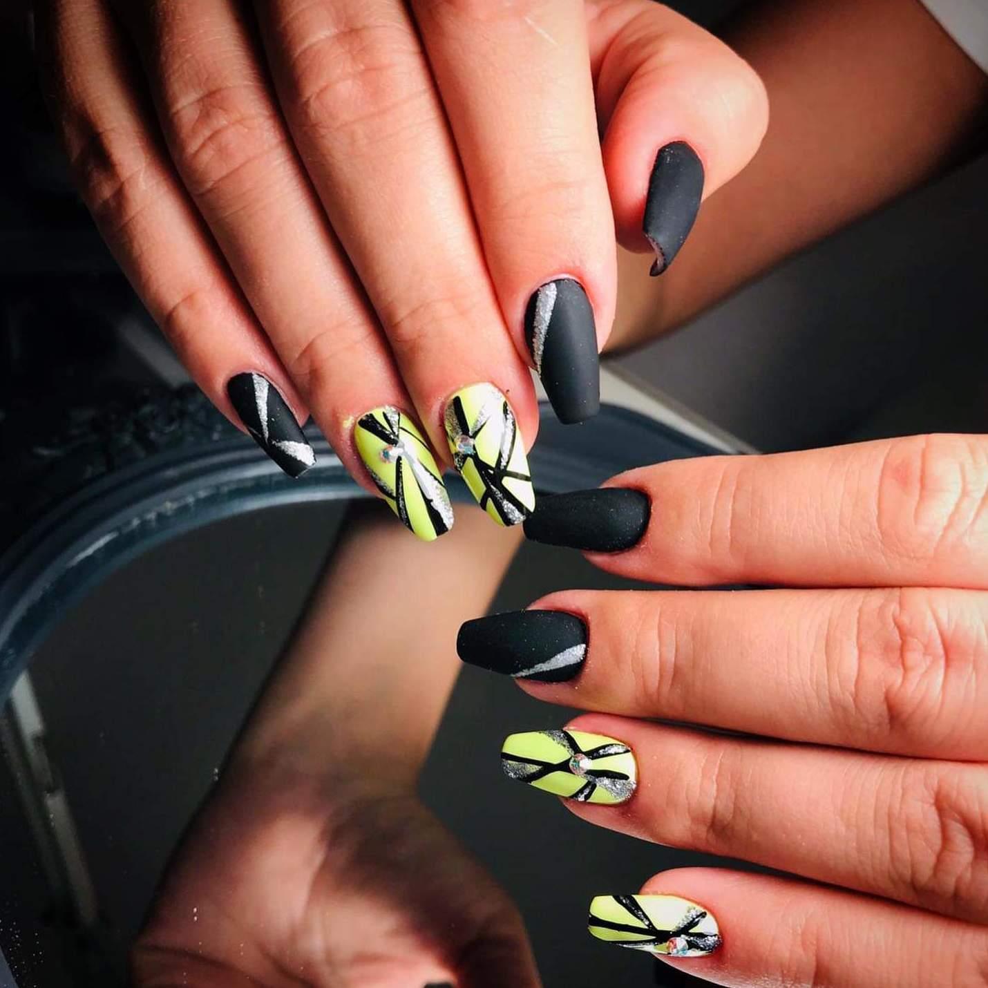 Uñas de gel decoradas. Khrystyna karasenko. especialista en el arte de la manicura