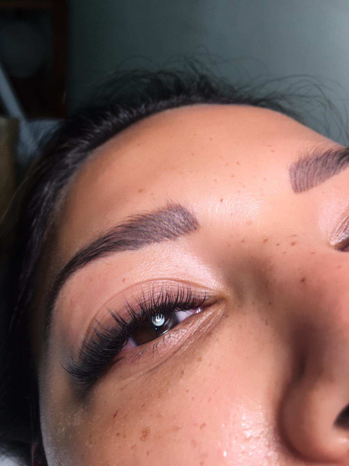 Extensiones de pestañas pelo a pelo para una mirada espectacular