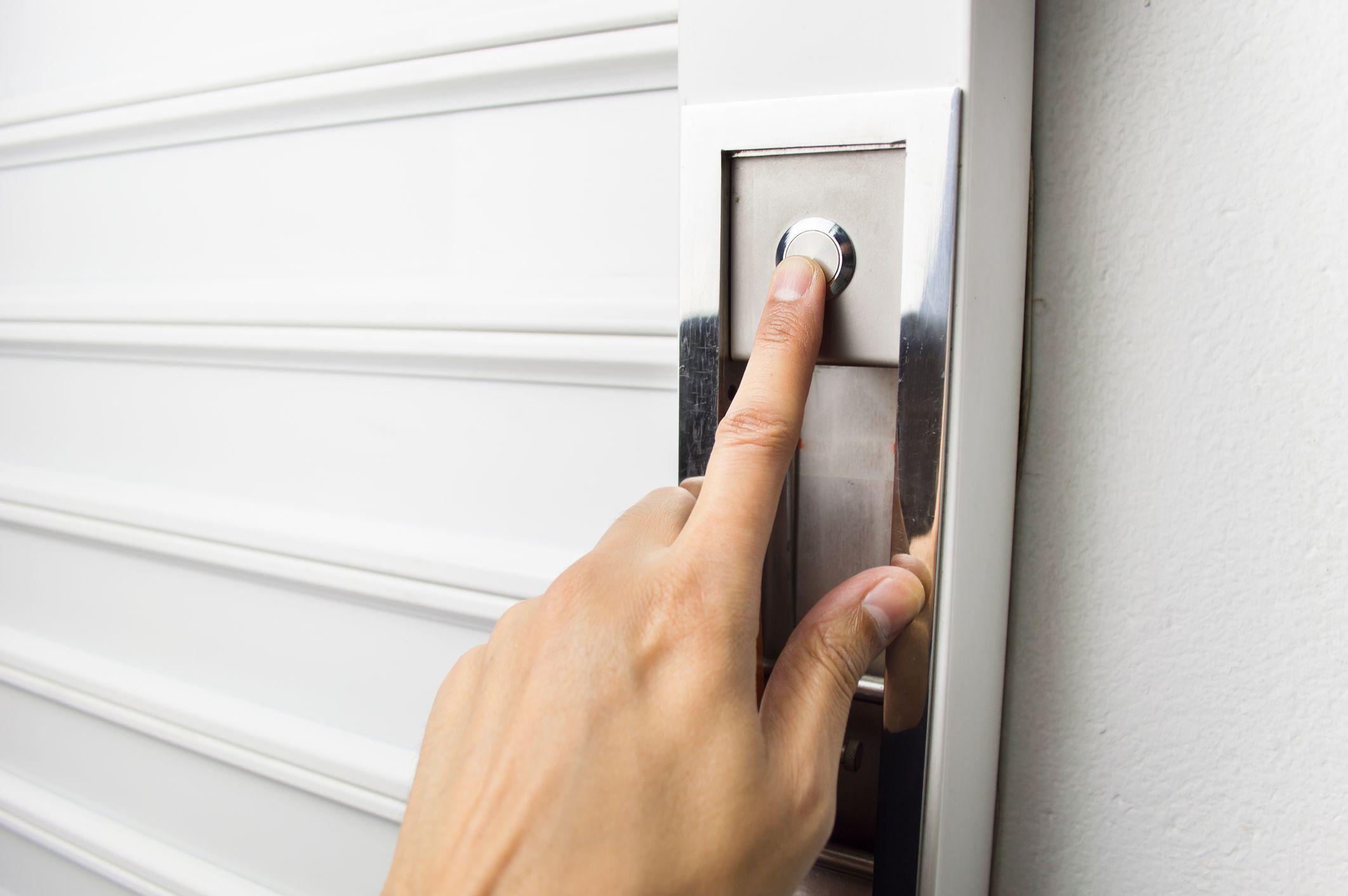 Reparamos cualquier puerta automática
