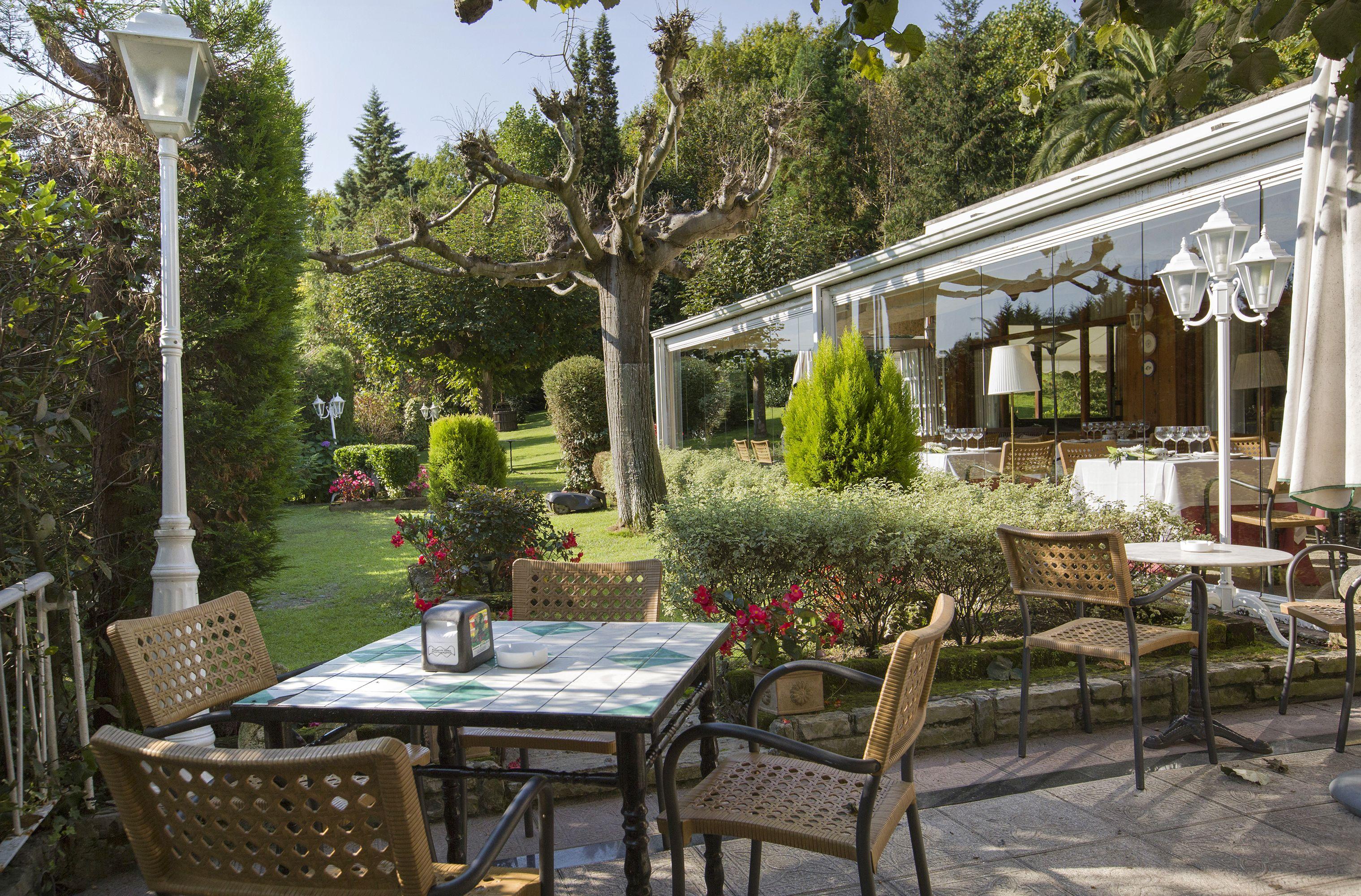 Restaurante con amplios jardines
