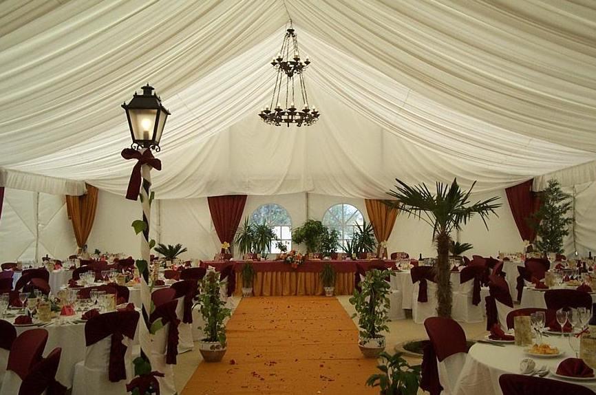 Montaje de carpas y mobiliario para bodas