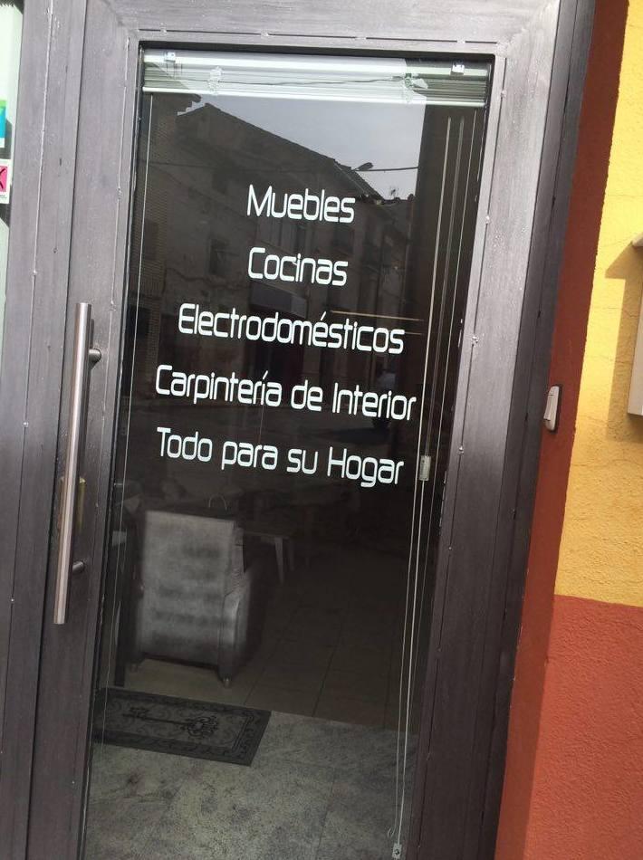 Puerta de acceso a nuestra tienda de muebles
