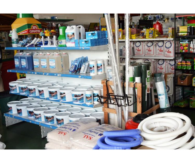 Cloro y productos para el mantenimiento de piscinas en Alicante