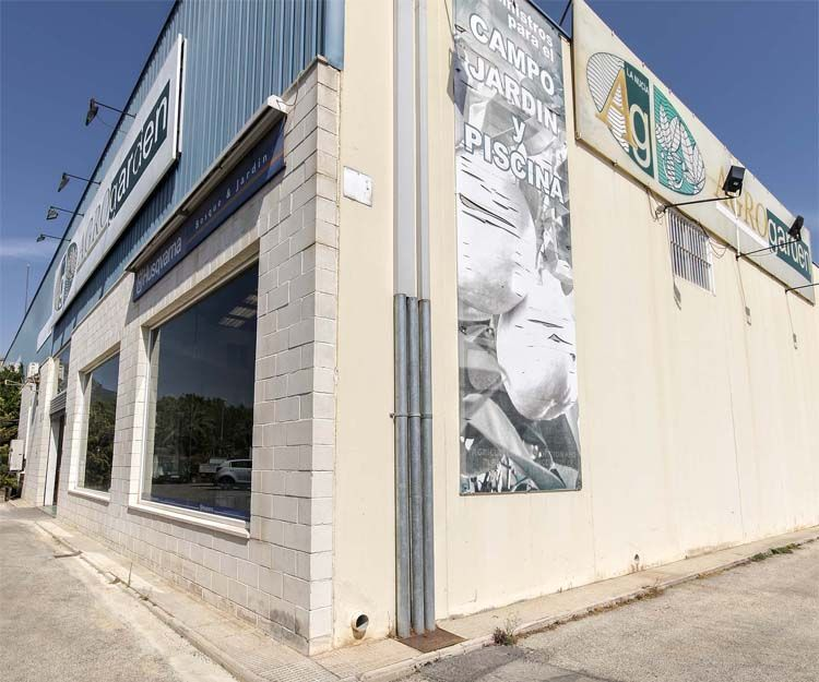 Exterior de nuestra tienda de productos agrícolas en Alicante