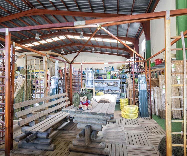 Interior de nuestra tienda de productos de jardinería en Alicante