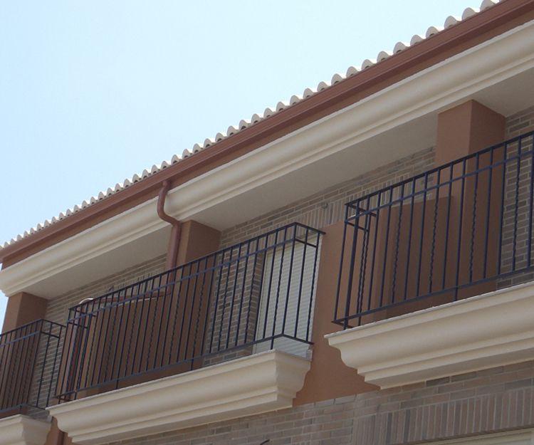 Trabajos de instalación de canalones de aluminio en Valencia