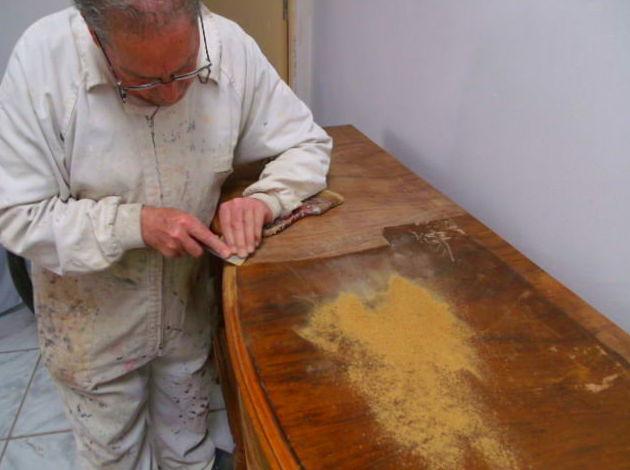 Restauración de mueble antes de aplicar el lacado