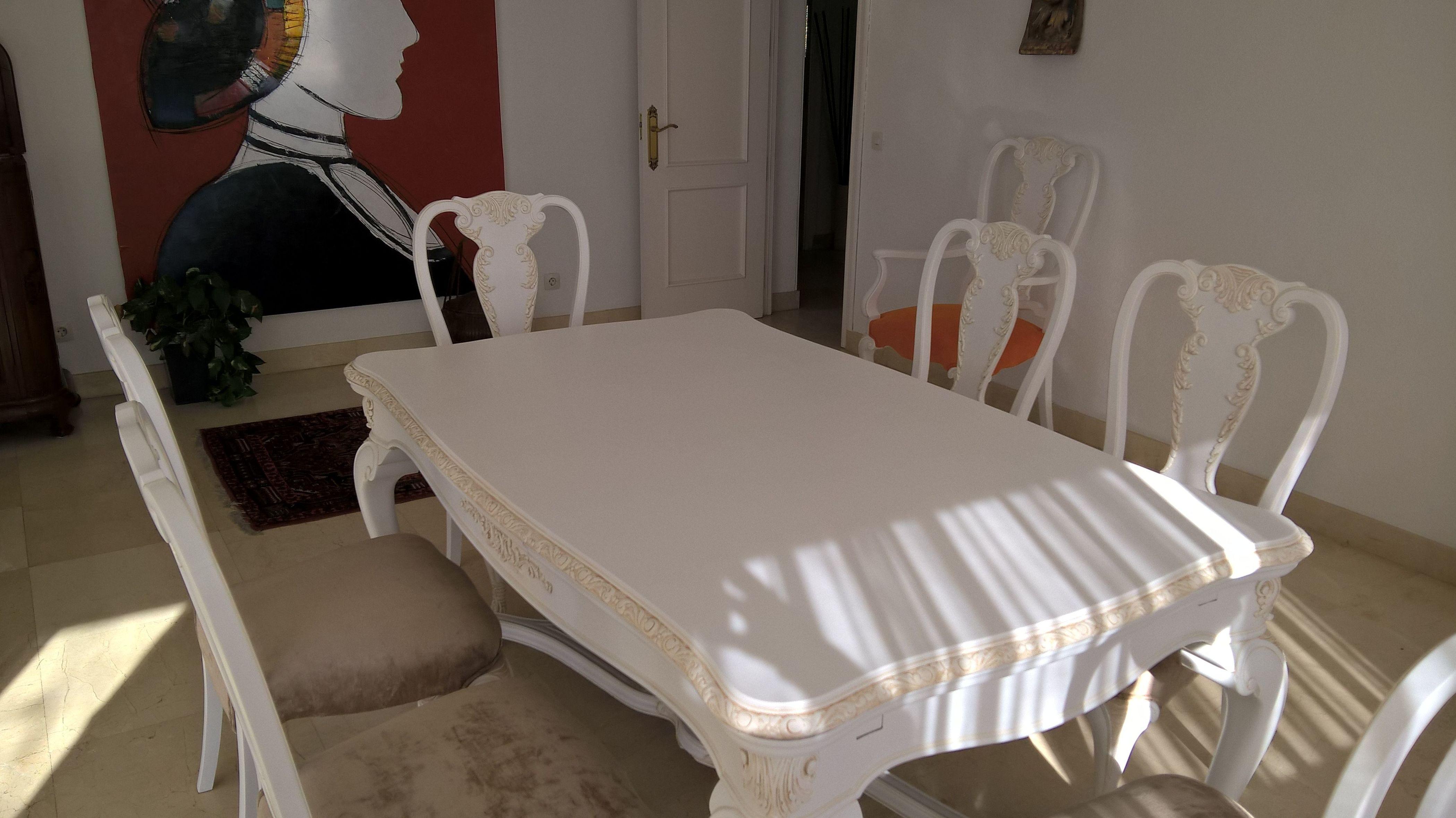 Lacado y patinado de mesa y sillas .de comedor.