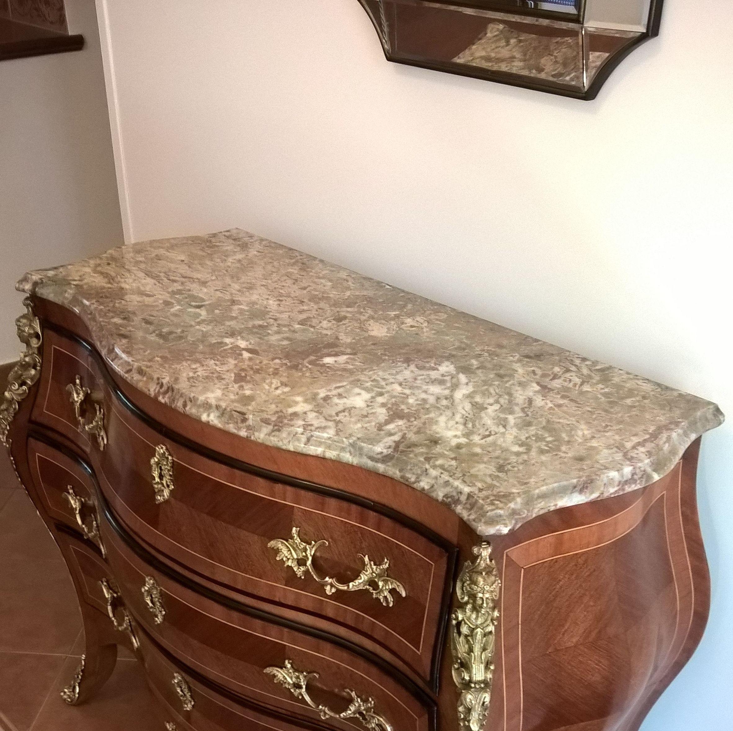 Restauración de muebles en Madrid. Cómoda panzuda.