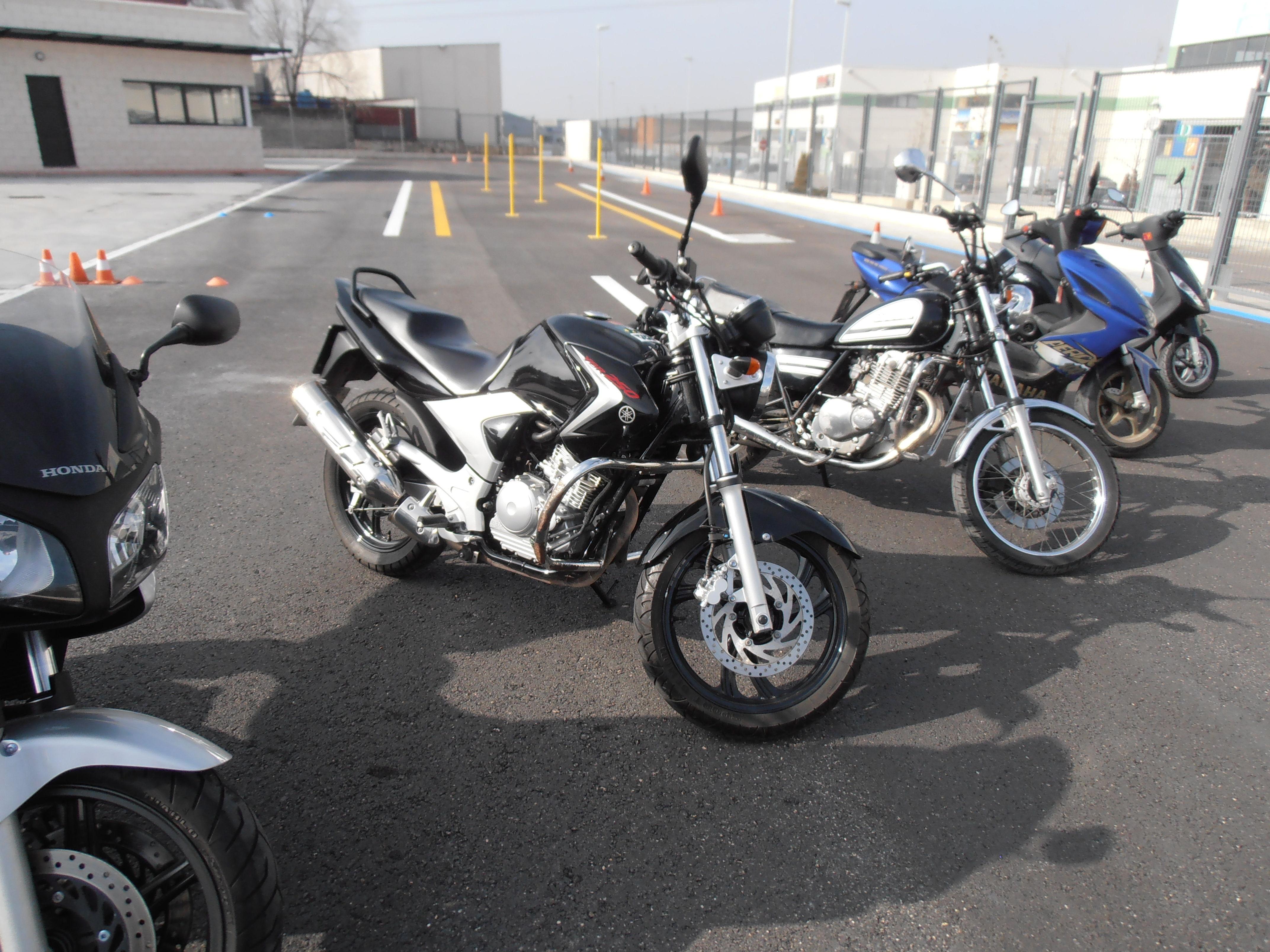YAMAHA YBR 250 cc. - PERMISO A2
