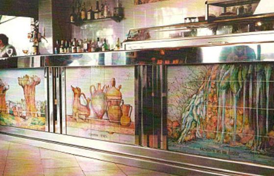 Arte cerámico, detalle de barra de bar