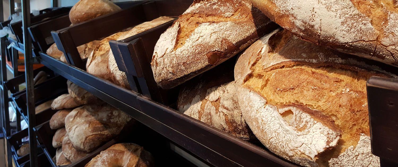 Panadería con productos artesanales en Padrón