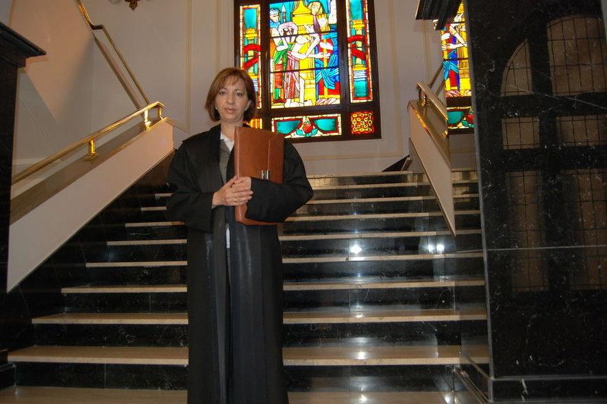 Doña María Luisa Orejas Pozo, especializada en derecho penal, derecho de sucesiones, obligaciones y contratos