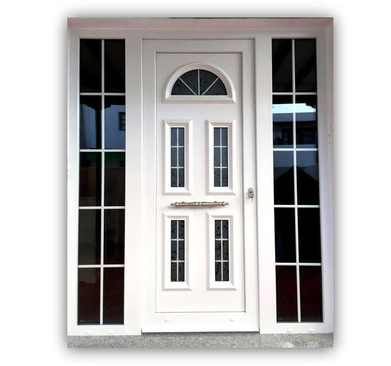 Puerta de PVC en blanco